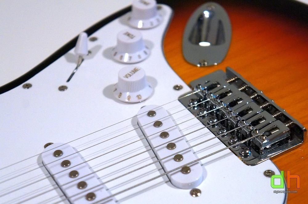 review monoprice california classic electric guitar digital hippos. Black Bedroom Furniture Sets. Home Design Ideas